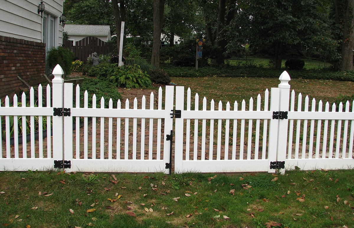 scalloped top narrow picket fence contractor