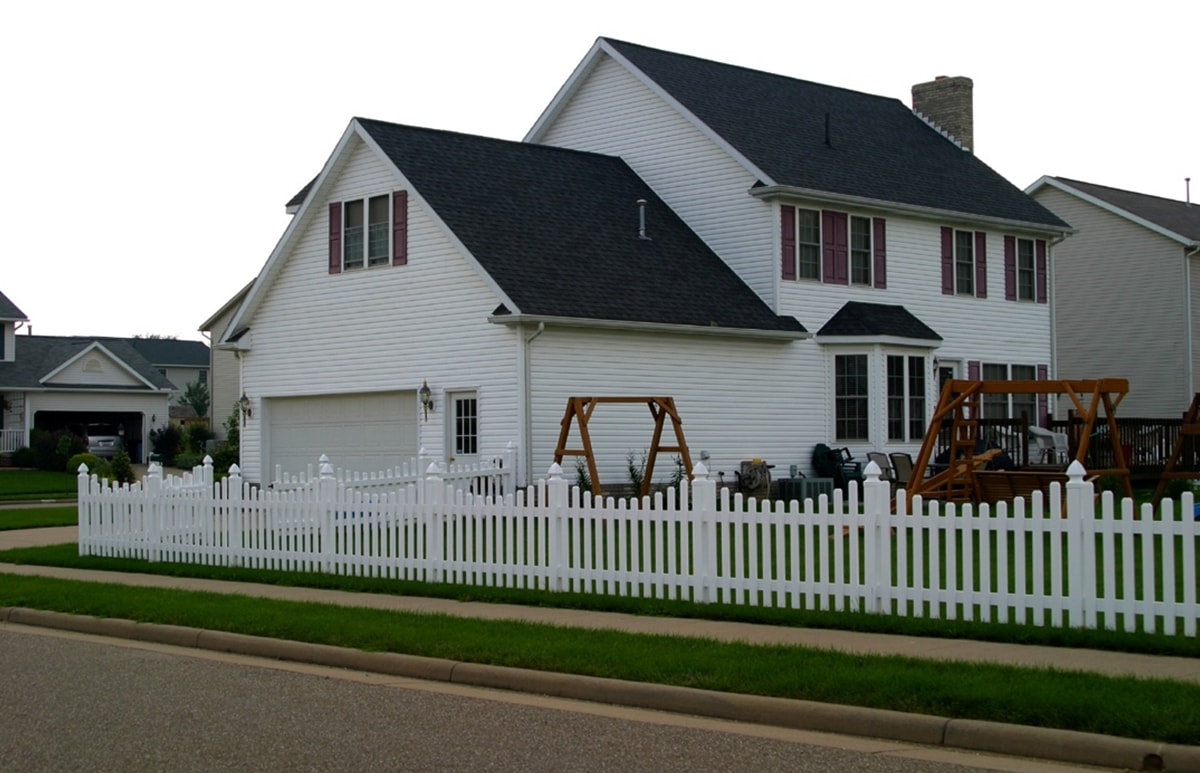 Scalloped Top Wide Picket Fence Contractor Mt Hope Fence